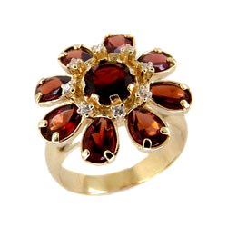 Кольцо из золота с крупными гранатами и фианитами
