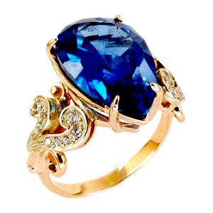Кольцо из золота с синим кварцем и фианитами