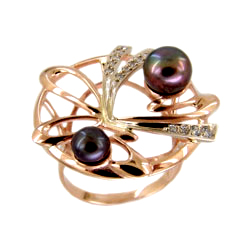 Кольцо из золота с темным жемчугом и фианитами