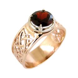 Кольцо из красного золота с крупным гранатом