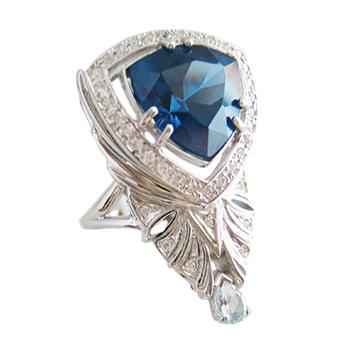 Кольцо из серебра со шпинелью, топазом и фианитами