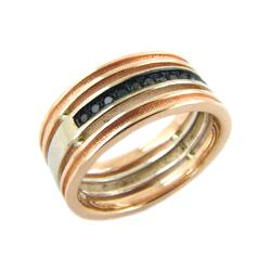 Кольцо из золота с черными бриллиантами