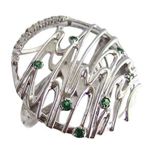 Серебряное кольцо с зелеными фианитами